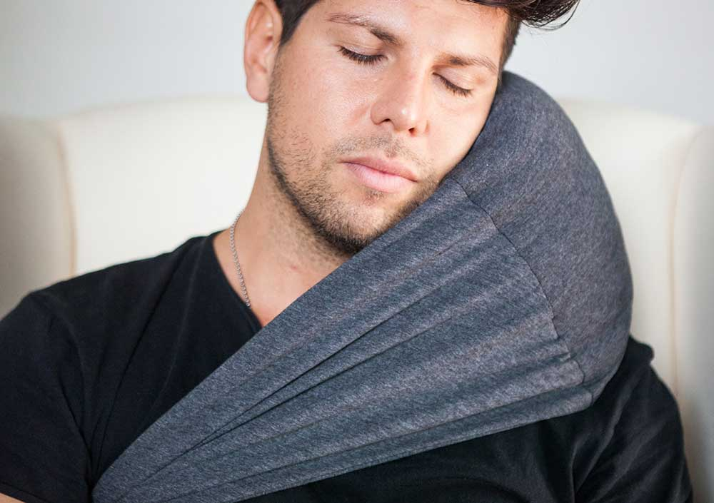 Man using 40 Winks Pillow